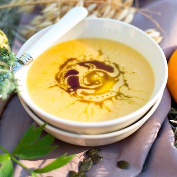 Изкрящи обеци за прекрасна есен: Насладете се на есента с вкусна храна като тази супа от тиква
